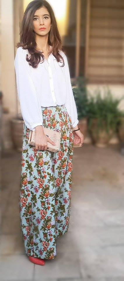 For my first OOTD I decided to go with something flowery as I opted for these palazzos. They are rich in both color and print and I got them from Kayseria.