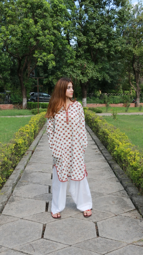 Floral White Kurta from Kayseria - 3290